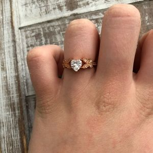 Jewelry - Heart shaped rose gold ring